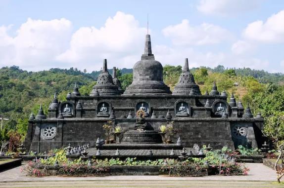 巴厘岛:游客质量下滑 考虑重制寺庙参观规定