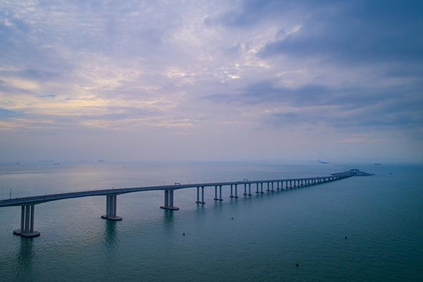 广之旅:港珠澳大桥正式通车 首发旅行团开拔
