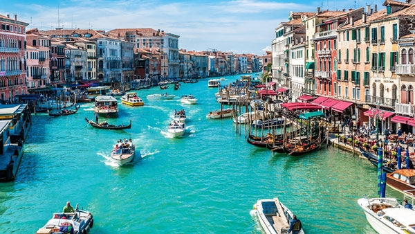 UNWTO:热门目的地应对过度旅游的11项策略