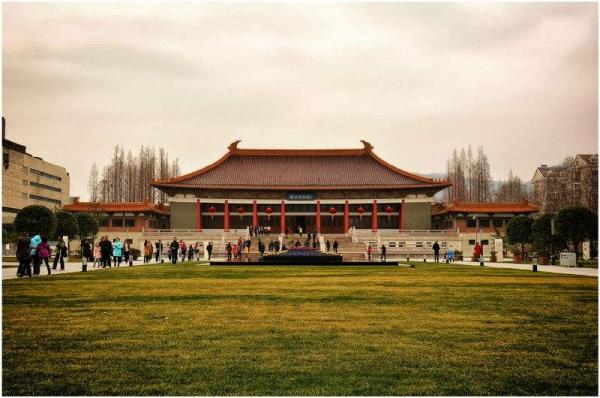 南京博物院:采取游客限流措施 每日最高2.5万人
