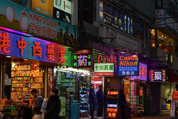 香港:零售总额两年来首下滑 陆客消费更谨慎