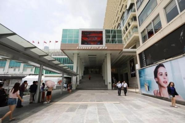"""香港:8月旅客锐减240万 迪士尼变""""无人乐园"""""""