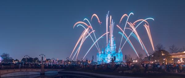 迪士尼:Q2总营收180亿美元 公园业务下降超5成