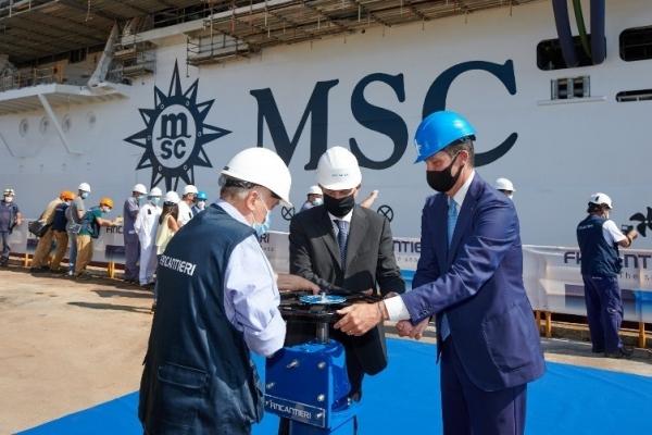 MSC地中海邮轮:MSC地中海海际线号浮水出坞