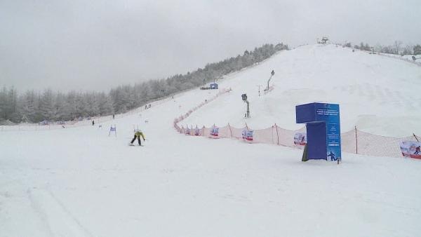 神农架:冰雪活动点燃大众滑雪热情