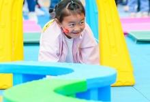 美团公益:携手酒店商家助山区幼儿园铺设运动场