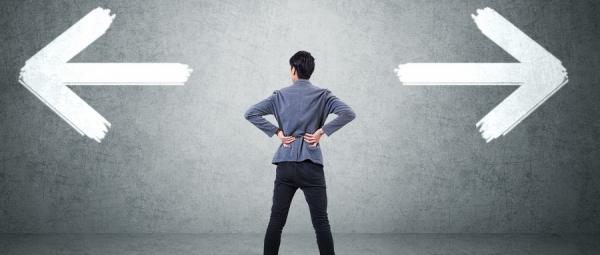 摄图网_500369107_wx_ 商务男士商业选择职场困惑(企业商用)